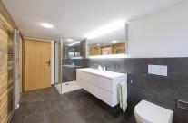 Hinteres Badezimmer mit Dusche